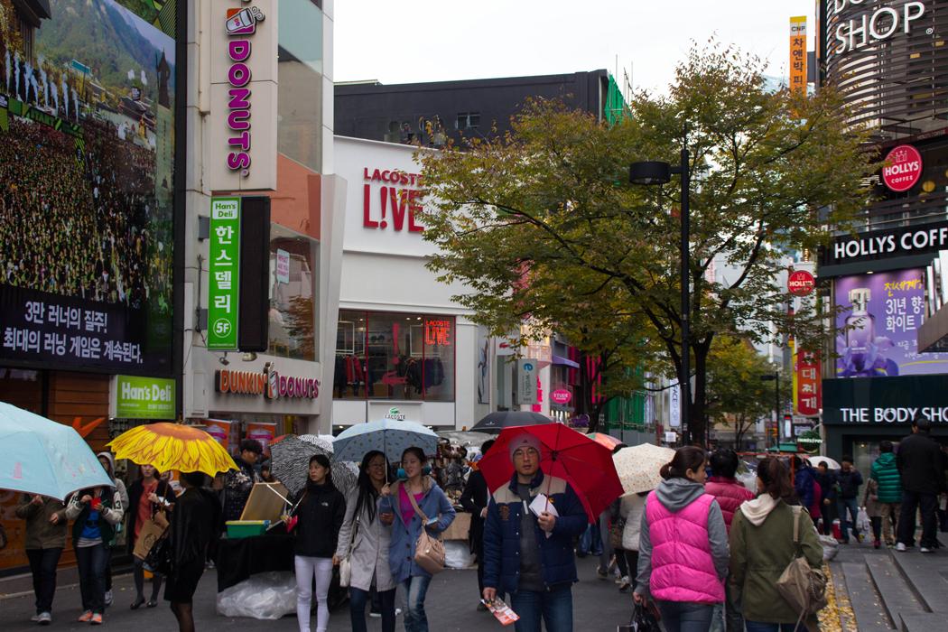 Dimanche pluvieux dans les rues de Myeongdong!